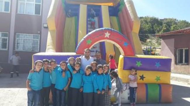 Ülkü Ocaklarından Öğrencilere Oyun Parkı