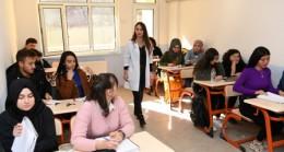 Büyükşehir'in kurslarında Mut'ta 265 öğrenciye eğitim