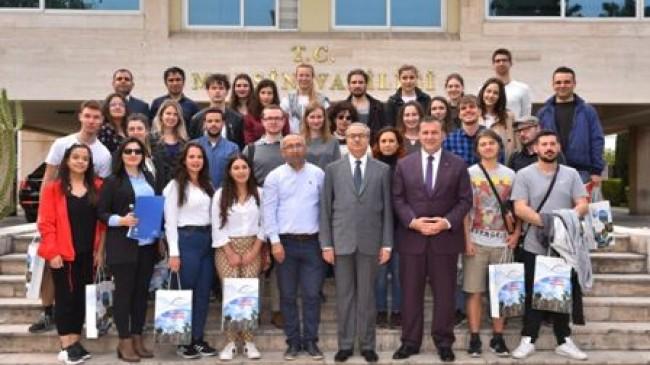 Vali Su, 12 Farklı Ülkeden  Gençlik Liderlerini Kabul Etti