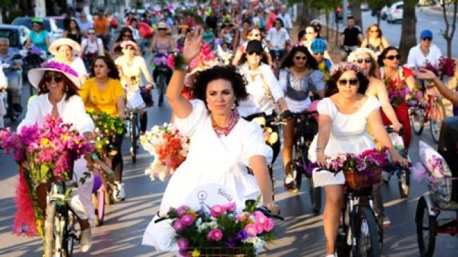 Süslü Kadınlar Bisiklet Turu'ndan Dünyaya Anlamlı Mesaj