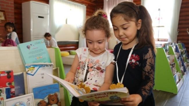 Kitap Okuyan Çocuklar Oyun Kitaplığı