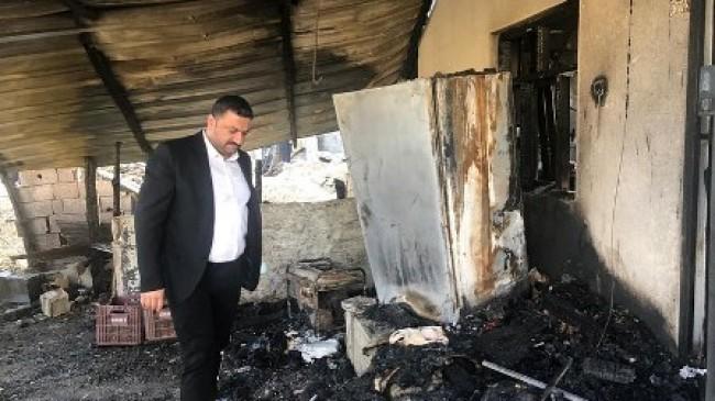 Hacınuhlu'da ahır ve ambar yangını