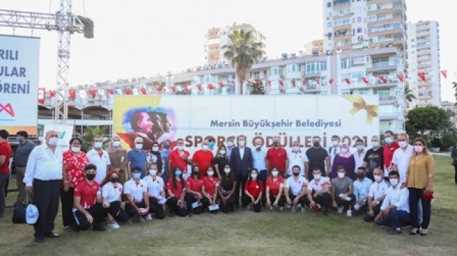 Büyükşehir'den 49 Başarılı Sporcu ve 35 Antrenöre Ödül